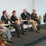 Prof. Dr. Karl Karst (Vorsitzender der INITIATIVE HÖREN, Programmchef WDR 3), Lothar Sand (Börsenverein des Deutschen Buchhandels, Mitglied der Hörbuchsiegel-Jury), Andrea Herzog (Hörcompany Schaack und Herzog oHG, Hamburg), Dr. Michael Köhler (Moderator), Prof. Dr. Jutta Wermke (Universität Osnabrück, Mitglied der Hörbuchsiegel-Jury), Prof. Dr. Norbert Schneider; v.l. (© Uwe Völkner)